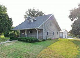 3BR/2BA Home in Batavia, IA on 5+/- acres